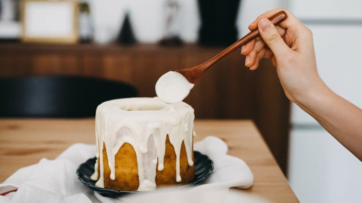 Kuchen mit Zuckerguss.